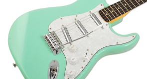 Squier Vintage modified Surf Stratocaster elektriskā ģitāra